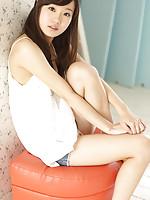 Cute babe Kana Yuuki motivates us for delight with innocent body